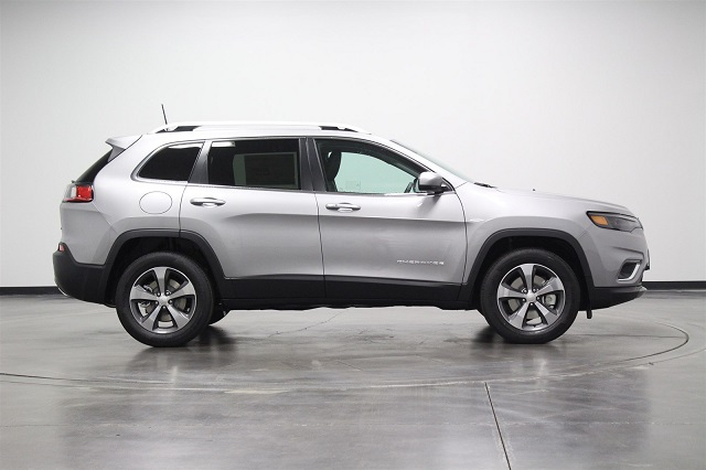 2019 Jeep Cherokee Latitude Plus side
