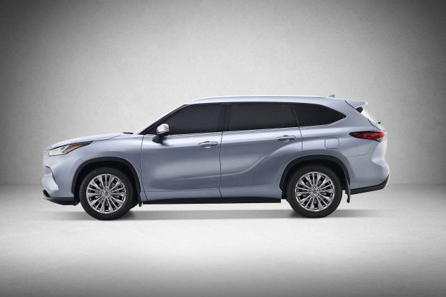 2020 Toyota Highlander Hybrid side