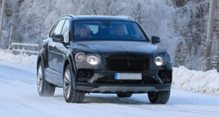 2021 Bentley Bentayga front look